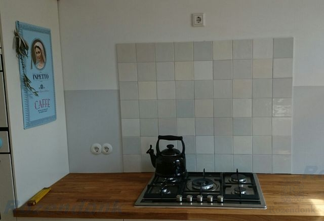 Only white tiles in these kitchen