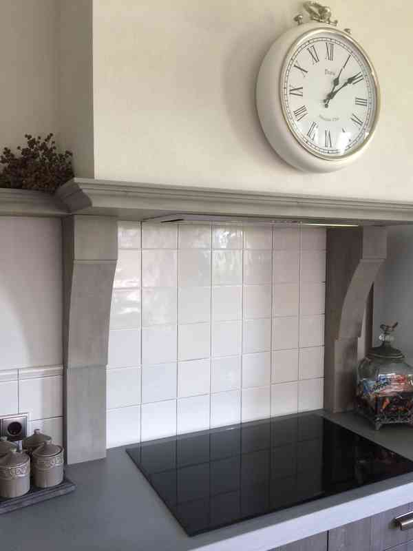 Only white tiles in the kitchen