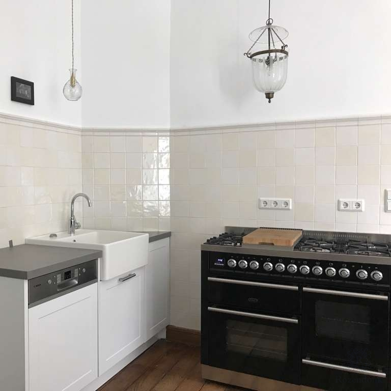 Kitchen wall with white tiles and profile A