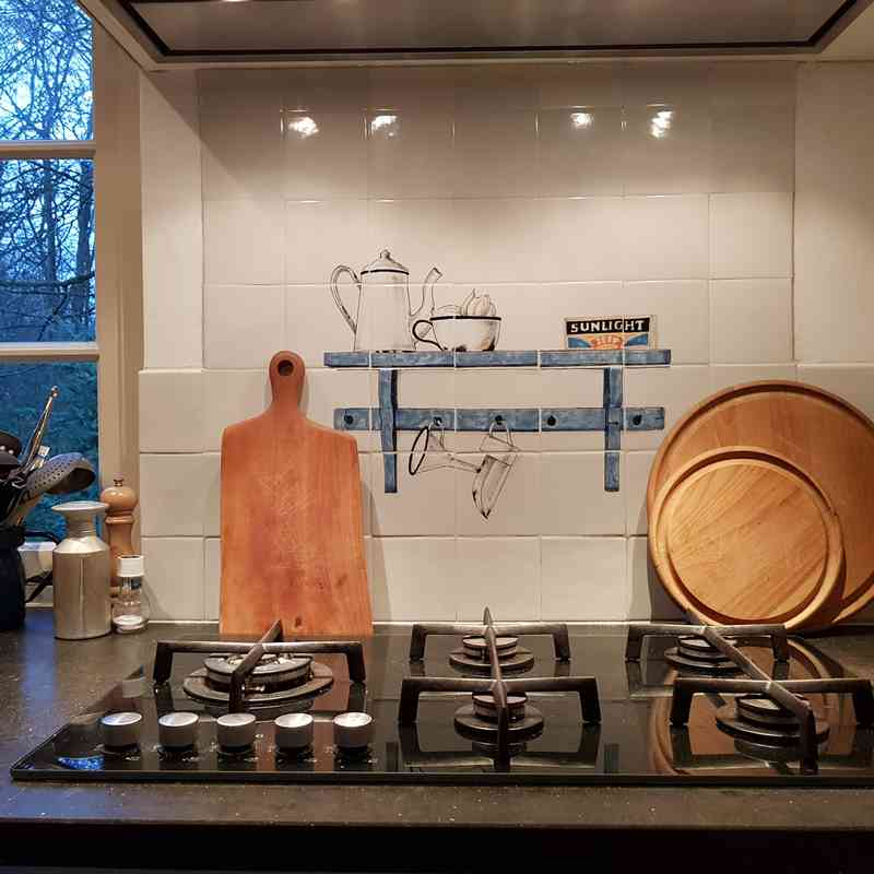 RH20-25 Old shelf with enamel kitchenware