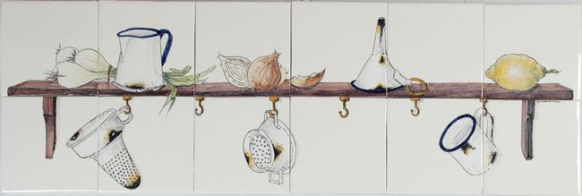 RH12-30 Shelf with onions and enamel