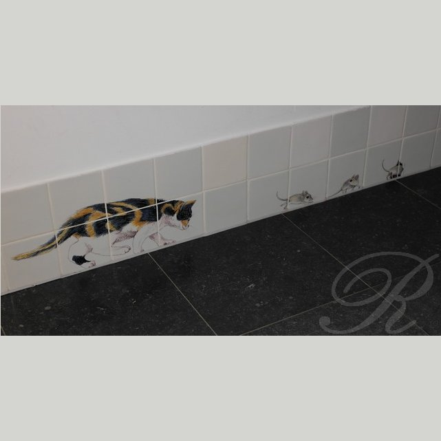 RH13-2, Cat chasing mice