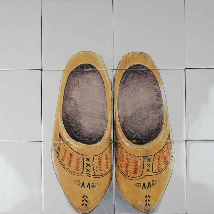 RH6-old Dutch wooden shoes