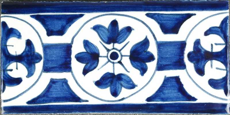 RM0-12, Border tile with lily in circle from around 1600