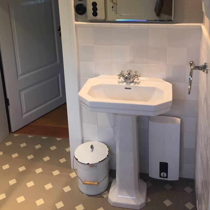 Bathroom with mix 6