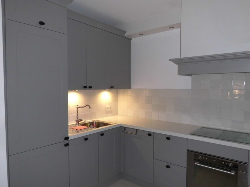 Grey kitchen with Base mix 6