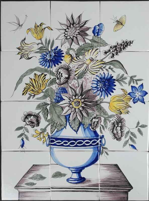 Vase on table RH12-15
